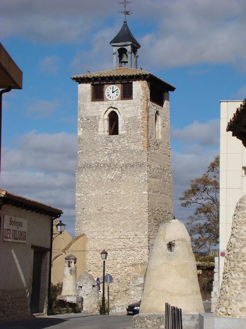 1 aLa Torre del Reloj de Peñafiel ha regulado las horas del municipio durante siglos. Erigida en el barrio más antiguo, su campana (s. XVII) se conoce como Campana del Concejo